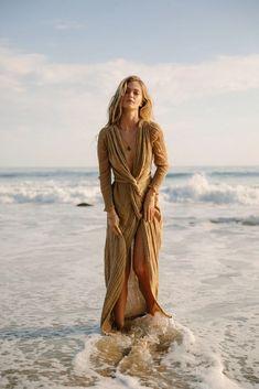 Horizon Dress from Jen's Pirate Booty Beach Photography Poses, Beach Poses, Beach Fashion Photography, Beach Shoot, Photoshoot Beach, Photoshoot Dresses, Photoshoot Fashion, Beach Photo Shoots, Natural Photoshoot