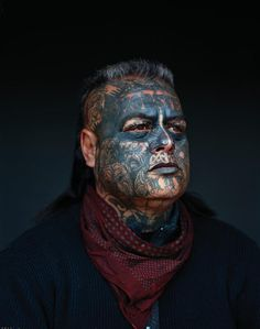 Beautiful Portraits of New Zealand& Largest Gang Will Give You Shivers A bunch of disaffected youths banded collectively in Hawkes Bay, New Zealand;they grew into the Mongrel Mob, the most important gang within the. Maori Tattoos, Face Tattoos, Native Tattoos, Arrow Tattoos, Tattoo Ink, Poses For Photos, Cool Photos, Amazing Photos, City Gallery