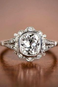 The Best Breathtaking Vintage Engagement Rings Collections (34)