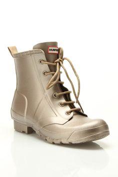 Hunter Thurloe Metallic Boots In Titanium