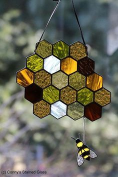 Bee decor and vintage bee hive home decorating. Shop for bee and beehive jewelry, beehive art and home decor and other handmade vintage bee goods for your little hive. Broken Glass Art, Sea Glass Art, Glass Wall Art, Mosaic Glass, Fused Glass, Glass Beads, Shattered Glass, Stained Glass Crafts, Stained Glass Designs
