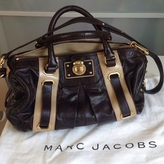 NWOT Hudson Leather Bag💗 Brand new and never been worn this gorgeous leather bag by Marc Jacobs I just found in my deep, deep closet. Wow!!! 🤔 Beautiful chocolate brown leather with tan patent leather stripes and tan canvas interior. Made in Italy. Mint condition in and out. Perfect sturdy handles are ready to be shown off around the town, with an extra shoulder strap is easy to throw on and go on. Comes with the original dust bag. Price is firm unless bundled!!! Please, NO LOW BALL…