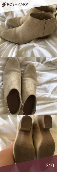 Old Navy booties size 7 Old Navy booties Beige color Worn a few times  Size 7 Old Navy Shoes Ankle Boots & Booties