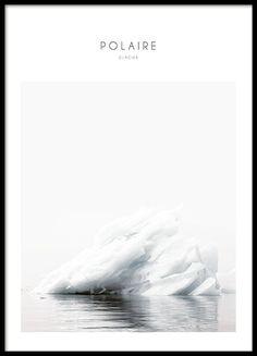 Hübsches Poster mit Fotografie eines Eisbergs. Macht in einem schwarzen Bilderrahmen und zusammen mit anderen Postern mit Naturmotiven und Fotografien von Natur, Bergen oder Wäldern aus der gleichen Serie eine gute Figur. Moderne Poster mit Fotokunst und Naturmotiv. www.desenio.de