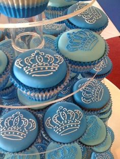 Royals Netball Club - Function and Events - small cakes. Prince Birthday Party, King Birthday, Baby Boy Birthday, Birthday Ideas, Crown Cupcakes, Blue Cupcakes, Cupcake Cookies, Little Prince Party, Prince Cake
