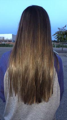 Balayage on straight, dark brown hair Brassy Blonde, Short Wavy Hair, Everyday Hairstyles, Blonde Highlights, Hair Inspo, Hair Goals, Haircolor, New Hair, Brown Hair