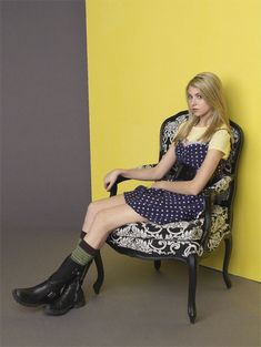 """Gossip Girl Taylor Momsen as """"Jenny Humphrey"""" Gossip Girl Jenny, Blake Lively Gossip Girl, Taylor Monsen, Jenny Humphrey, Girl Fashion, Fashion Outfits, Celebrity Pictures, Cute Outfits, Style Inspiration"""
