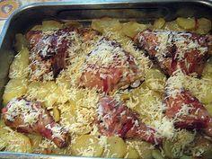 Csirkecomb baconbe csavarva krumpliágyon, reszelt sajttal