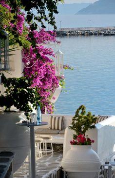 N os Marmar s Halkidiki Santorini House, Halkidiki Greece, Paradise On Earth, Thessaloniki, Travel Tours, Island Life, Greece Travel, Greek Islands, Jacuzzi