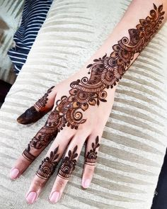 Back Hand Mehndi Design Floral Henna Designs, Mehndi Designs Book, Back Hand Mehndi Designs, Tattoo Designs, Mehndi Desine, Mehandhi Designs, Henna Patterns, Body Art, Finger