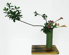 Ikebana Flower Arrangement, Ikebana Arrangements, Floral Arrangements, Cylinder Vase, Vases, Tea Ceremony, Art Floral, Bonsai, Still Life