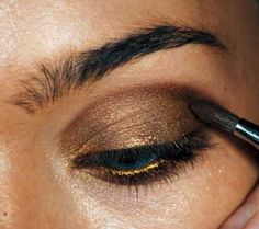 How to Create Hot Gold Smoky Eyes?