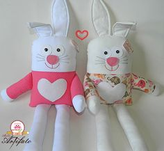 Almofada Naninha Coelhinho Baby Annabell, Sewing Crafts, Sewing Projects, Handmade Stuffed Animals, Worry Dolls, How To Make Toys, Fabric Animals, Operation Christmas Child, Fabric Toys