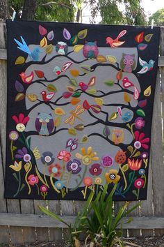 A Butterick Wendy Everett Infants Quilt and Activity Book Sewing Pattern in One Size. The pattern makes a baby quilt and a soft baby book, designed to help children learn shapes, animals and textures. Patchwork Quilting, Wool Applique Quilts, Wool Quilts, Felt Applique, Vogel Quilt, Bird Quilt, Tree Quilt, Fabric Art, Quilting Designs