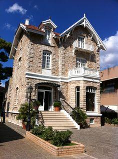 Bauhaus, Greek House, Pink Rabbit, Historical Architecture, Athens Greece, Wonderful Places, The Neighbourhood, Villa, Exterior