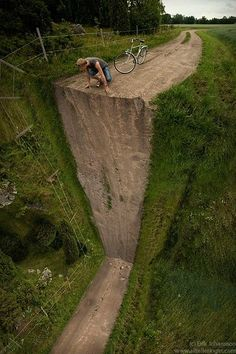 Are you looking for fantastic surreal photo manipulations by Erik Johansson? Here some are best Fantastic Surreal Photo Manipulations by Erik Johansson.