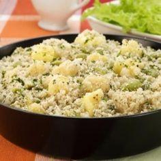 Receita de Farofa de abacaxi - 4 colheres de sopa de Qualy Cremosa, 2 Cebolas picadas, 1/2 Abacaxi maduro picado em cubos pequenos, Sal a gosto, Pimenta-do-r...
