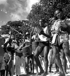 Tambourine square snakeskin. Holed Stone, Salvador (Brasil, 1946-1948) Photo: Pierre Verger
