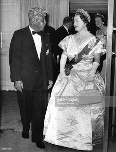 La Reine Mere et le President du Soudan Ibrahim Abboud a l'hotel Dorchester pour…