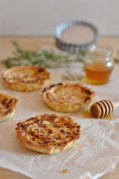 Tarteletes de maçã e queijo de cabra   SAPO Lifestyle