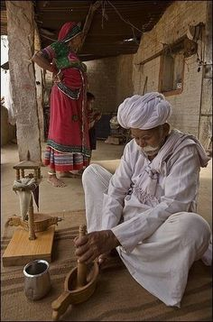 Opium ceremony in Jodhpur World Photography, Village Photography, Photography Poses, Ariana Grande Drawings, Village Photos, Amazing India, Rural India, Indian Colours, India Culture