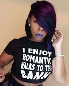 Bobs and weaves are extremely in trends lately. Here we have rounded up Super Bob Weave Hairstyles that will make you want a bob! Check these trendy hair. Curled Bob Hairstyle, Bobbed Hairstyles With Fringe, Bob Hairstyles For Round Face, Bob Hairstyles For Fine Hair, My Hairstyle, Black Girls Hairstyles, Short Weave Hairstyles, Hairstyles Videos, Fashion Hairstyles