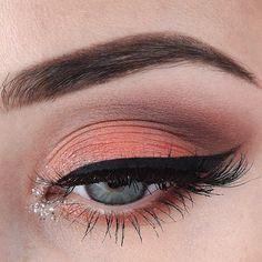 @ginsmakeup feeling peachy in Too Faced Sugar Pop Palette! #toofaced