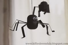 pókok kindertojás-belsőből