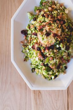 thanksgiving side dish! // brussel sprout salad with pancetta, cranberries, walnuts and apples - super easy recipe!