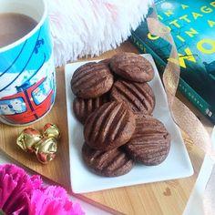 British Biscuit Recipes, British Baking Show Recipes, British Bake Off Recipes, Baking Recipes Uk, Mary Berry Chocolate Cake, British Chocolate, Mary Berry Desserts, Chocolate Deserts, Chocolate Biscuit Recipe