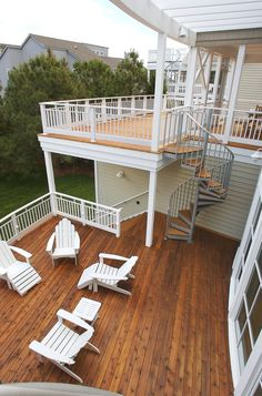 This incredible deck has several tiers that are connected to one another through thin walkways and stunning spiral staircases. The homeowners can go from the ground floor to the upper floor's balcony without ever stepping foot inside the home.
