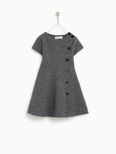 The latest dresses and jumpsuits for girls at ZARA online, with colorful prints or appliques. Girls Frock Design, Baby Dress Design, Baby Girl Dress Patterns, Frocks For Girls, Kids Frocks, Little Girl Dresses, Baby Outfits, Kids Outfits, Kids Dress Wear