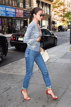 Actress, singer Selena Gomez wears sexy denim and a blue floral top with red stilettos on her way to the Woody Allen filmset in New York City, Selena Gomez Fashion, Selena Gomez Outfits, Selena Gomez Daily, Selena Gomez Pictures, Selena Gomez Style, Casual Outfits, Fashion Outfits, Marie, Celebrity Style