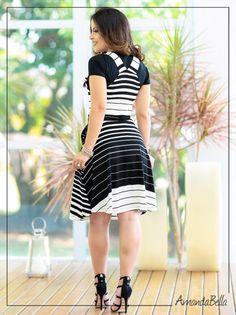 Salopete Moda Evangélica Feminina Estampada Cute Short Dresses, I Love Fashion, Sim, Ideias Fashion, Blazers, Sewing Patterns, Cool Outfits, Legs, Casual