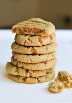 SOFT PEANUT BUTTER COOKIES from Rachel Schultz nutricious calorie dense all day food using safe but past due flour, nut butters etc! fast to make and great carry food :-) Cookie Dough Recipes, Baking Recipes, Dessert Recipes, Freezable Cookie Dough, Baking Snacks, Soft Cookie Recipe, Soft Peanut Butter Cookies, Peanut Butter Recipes, Peanut Better Cookies