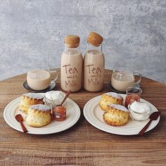 // p i n t e r e s t : ○Candy Milk● // Sweet Recipes, Snack Recipes, Snacks, Deco Restaurant, Good Food, Yummy Food, Food Goals, Cafe Food, Aesthetic Food