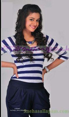 Hot Actresses, Indian Actresses, Beauty Web, Most Beautiful Bollywood Actress, Malayalam Actress, Saree Look, South Indian Actress, India Beauty, Beautiful Celebrities