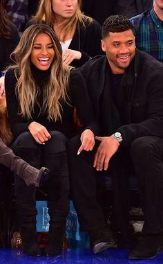 Ciara & Russell Wilson from The Big Picture: Today's Hot Pics The cute couple shares some laughs at the New York Knicks vs. Washington Wizards basketball game in NYC. Ciara Wilson, Ciara And Russell Wilson, Cabelo Ombre Hair, Balayage Hair, Bayalage, Ciara Hair Color, Ciara Style, Blonde Hair Girl, Hair Highlights