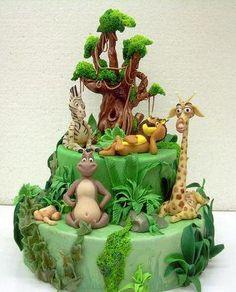 A beautifully done Madagascar cake. Jungle Safari Cake, Jungle Theme Cakes, Safari Cakes, Fancy Cakes, Cute Cakes, Bolo Madagascar, Cake Pops, Zoo Cake, Animal Cakes