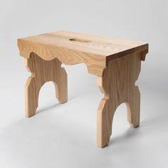 Tamminen 'luksus' Lyyti jakkara edustaa suomalaista puusepäntyötä ja perinne-designia parhaimmillaan. Sympaattinen Lyyti jakkara on paitsi ilo silmälle myös monikäyttöinen. Lyyti sopii jakkaraksi eteiseen, lastenhuoneeseen, takan eteen tai terassille. Se toimii myös korokkeena, yöpöytänä, rahina, kukkapöytänä jne. Lis Stool, Cottages, Furniture, Design, Home Decor, Cabins, Decoration Home, Country Homes, Room Decor