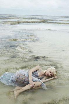 awesome Alicja Tubilewicz stars in a dreamy Elle Poland shoot by Agata Pospieszynska [Editorial] Beach Editorial, Editorial Fashion, Anja Rubik, Water Photography, Editorial Photography, Beach Fashion Photography, Abstract Photography, Photo Portrait, Portrait Photography