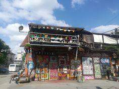 Metelkova: Farbenprächtiges Trendviertel in Ljubljana - kärnten Times Square, Zen, Travel, Exploring, Buddhism, Getting To Know, Old Town, Tours, Environment
