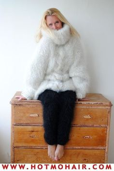 Thick Sweaters, Wool Sweaters, Fluffy Sweater, Catsuit, Mittens, Fur Coat, Turtle Neck, Knitting, Chunky Knits