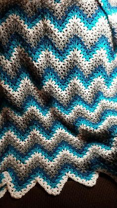 Crochet Afghan Patterns [Easy] V-Stitch Crochet Ripple Afghan – Free Pattern Crochet Afghans, Crochet Ripple Afghan, Afghan Crochet Patterns, Baby Blanket Crochet, Crochet Baby, Knitting Patterns, Crochet Blankets, Afghan Blanket, Crochet Wave Pattern