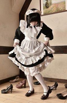 메이드 그림자료모음 : 네이버 블로그 in 2020 Maid Cosplay, Lolita Cosplay, Japonese Girl, French Maid Dress, Lolita Mode, Maid Uniform, Maid Outfit, Poses References, Lolita Dress