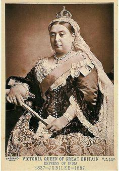 Small diamond crown of Queen Victoria (Rare Photograph)
