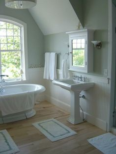 This unique country cottage aesthetic is an obviously inspiring and extraordinary idea zimmer Diy Bathroom Remodel, Bathroom Interior, Downstairs Bathroom, Small Bathroom, Bathroom Storage, Beautiful Bathrooms, Bathroom Inspiration, Sacramento, Farmhouse