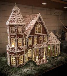 #gingerbreadhouse Gingerbread House Designs, Gingerbread House Parties, Christmas Gingerbread House, Gingerbread Houses, Gingerbread Cookies, Christmas Goodies, Christmas Treats, Christmas Photos, Christmas Diy