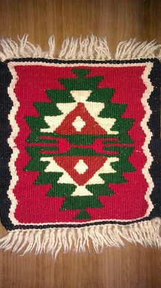 family kilim Tapete Floral, Weaving Designs, Sewing Art, Tear, Historical Pictures, Tapestry Wall Hanging, Kilim Rugs, Crochet Stitches, Rugs On Carpet