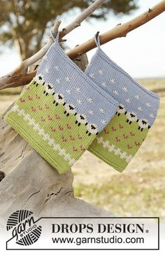 Knitted potholder with multi-coloured pattern in DROPS Safran. Free pattern by DROPS Design.
